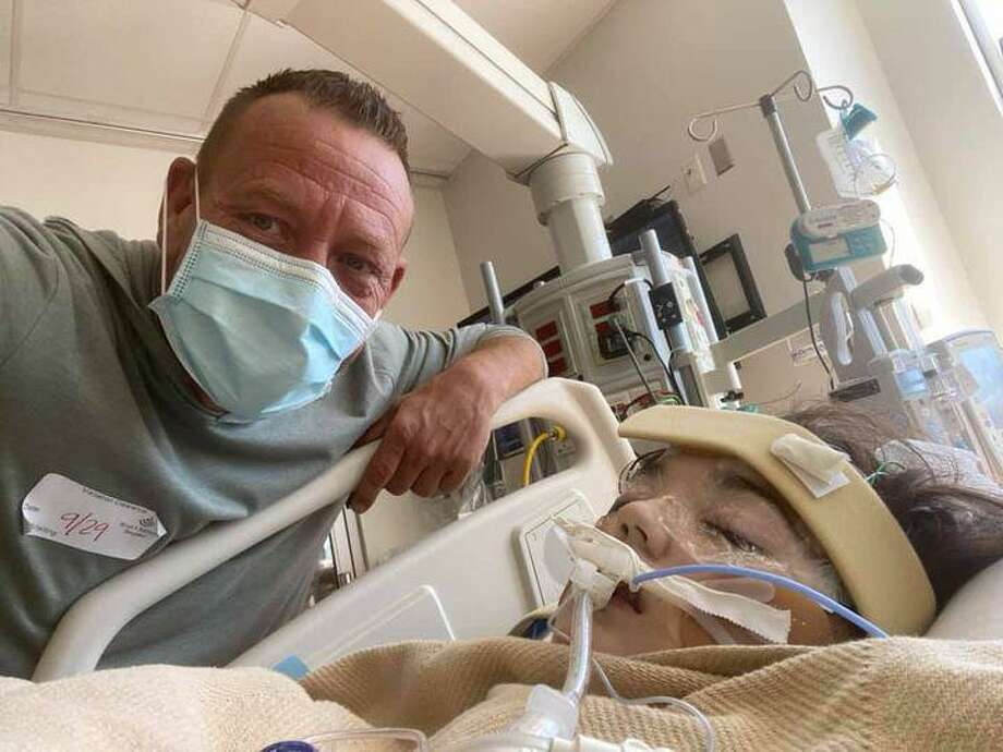 Kevin Swearingen and his daughter Charlee, 16, who remains on life support infected with COVID-19 at a Houston hospital. Photo: Photo Courtesy Kevin Swearingen.