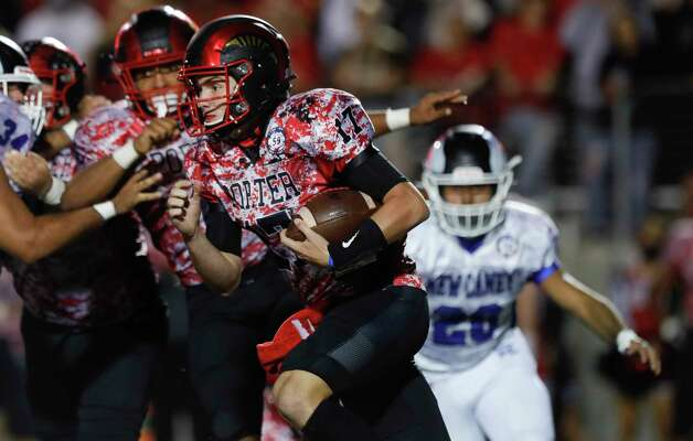 Porter quarterback Jace Russell (17) runs the ball during the second quarter of a District 8-5A high school football game at Randall Reed Stadium, Friday, Oct. 9, 2020, in Porter. Photo: Jason Fochtman, Staff Photographer / 2020 © Houston Chronicle