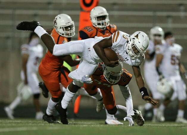 Dobie Longhorns quarterback Cameron Gray makes a down during the second quarter of the game against Bush Broncos Friday, Oct. 9, 2020, at Hall Stadium  in Missouri City. Photo: Yi-Chin Lee, Staff Photographer / © 2020 Houston Chronicle