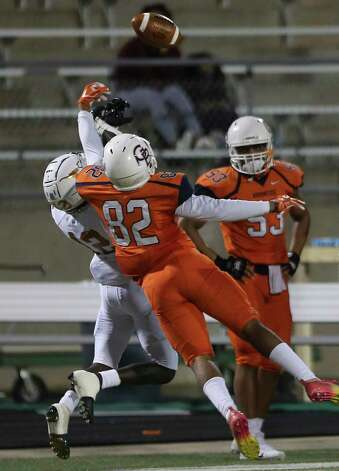 Bush Broncos linebacker Quinten Davis (82) interrupts a pass for Dobie Longhorns defensive back Darrius Pamplin (12) during the first quarter of the game Friday, Oct. 9, 2020, at Hall Stadium in Missouri City. Photo: Yi-Chin Lee, Staff Photographer / © 2020 Houston Chronicle