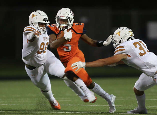 Bush Broncos Jacory Cormier runs the ball during the first quarter of the game aginast Dobie Longhorns Friday, Oct. 9, 2020, at Hall Stadium in Missouri City. Photo: Yi-Chin Lee, Staff Photographer / © 2020 Houston Chronicle