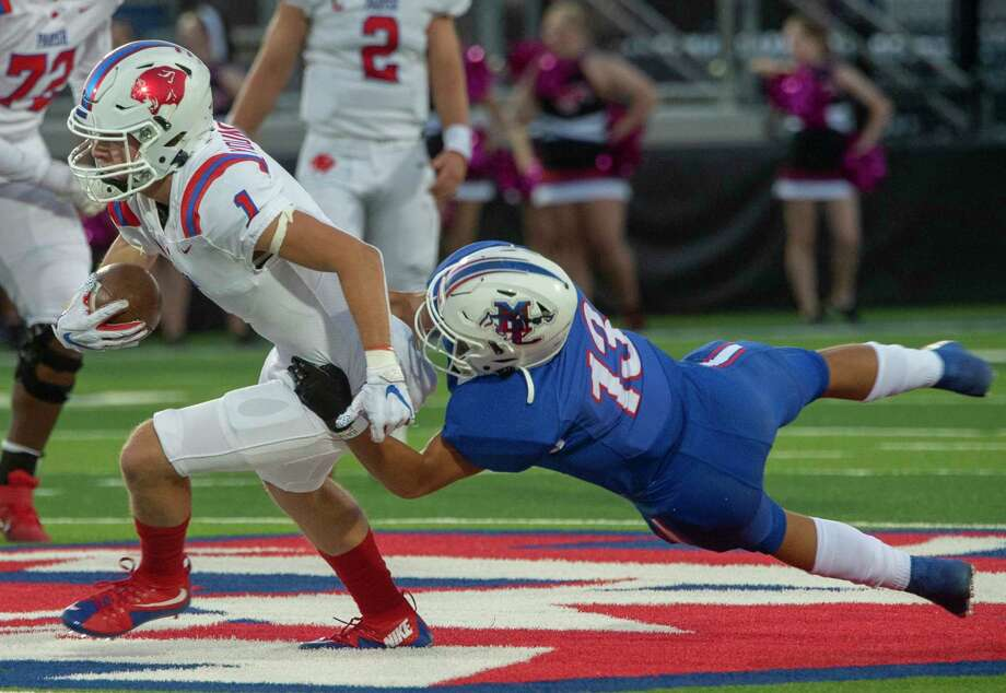 Midland Christian's Brody Dickson hangs on to bring down Parish Episcopal's Blake Youngblood 10/09/2020 at Gordon Awtry Field. Tim Fischer/Reporter-Telegram Photo: Tim Fischer, Midland Reporter-Telegram