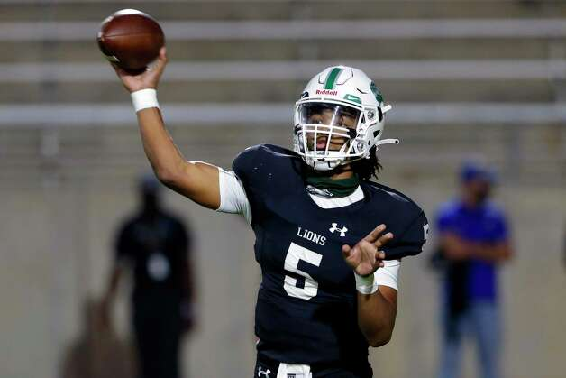Spring quarterback Bishop Davenport (5) passes against the Dekaney Wildcats during the first half of a high school football game Friday, Oct. 9, 2020 at Planet Ford Stadium in Spring, TX. Photo: Michael Wyke, Contributor / © 2020 Houston Chronicle