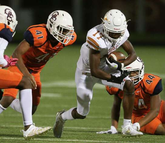 Dobie Longhorns running back Jayson Turner protects the ball while Bush Broncos players are trying to stop him during the third quarter of the game Friday, Oct. 9, 2020, at Hall Stadium in Missouri City. Photo: Yi-Chin Lee, Staff Photographer / © 2020 Houston Chronicle