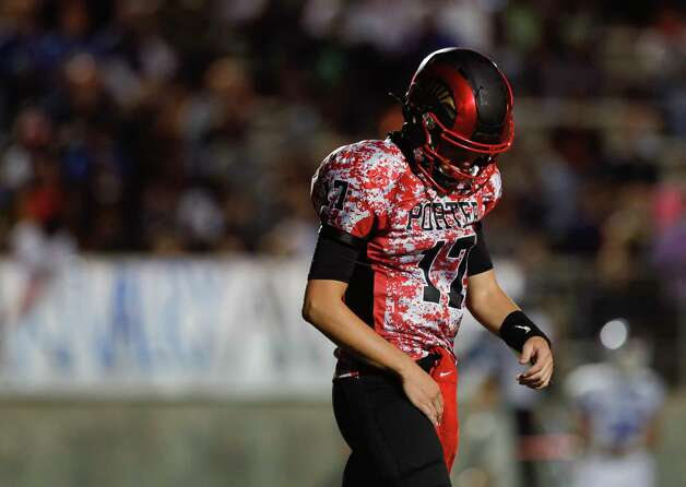 Porter quarterback Jace Russell (17) reacts after kicking a punt short during the third quarter of a District 8-5A high school football game at Randall Reed Stadium, Friday, Oct. 9, 2020, in Porter. Photo: Jason Fochtman, Staff Photographer / 2020 © Houston Chronicle