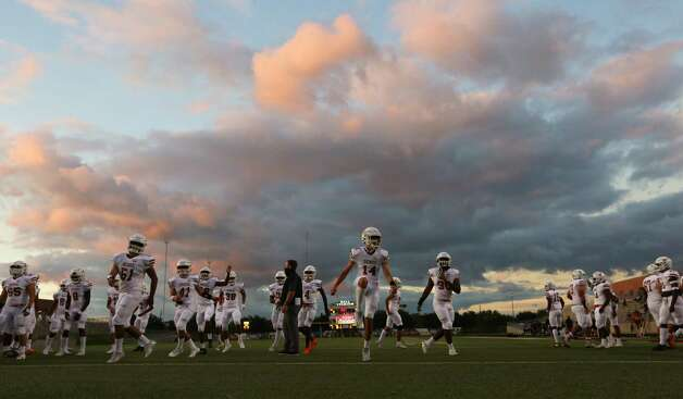 Dobie Longhorns players warm up before the game against Bush Broncos Friday, Oct. 9, 2020, at Hall Stadium  in Missouri City. Photo: Yi-Chin Lee, Staff Photographer / © 2020 Houston Chronicle