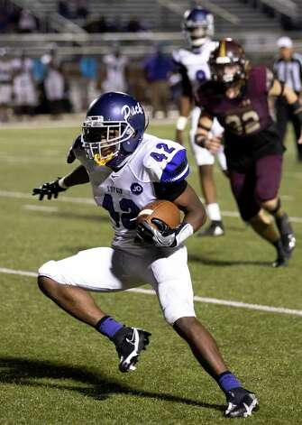 Lufkin running back Justavian Fann (42) maneuvers through the field during the fourth quarter of a District 8-5A (Div. I) play against Magnolia West at Mustang Stadium in Magnolia, Friday, Oct. 9, 2020. Photo: Gustavo Huerta, Staff Photographer / 2020 © Houston Chronicle