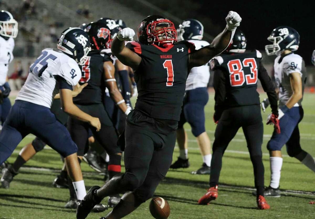 Wagner's L.J. Butler (01) reacts after scoring a short yardage touchdown against Smithson Valley at Rutledge Stadium on Friday, Oct. 9, 2020.