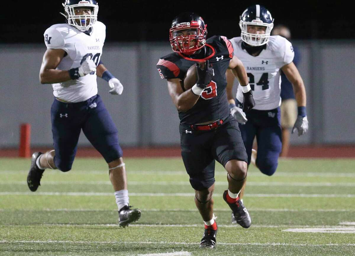 Wagner's Quentin Owens (05) breaks away for a long yardage run for a first down against Smithson Valley's Trey Moore (99) and Gavin Woods (24) during their football game at Rutledge Stadium on Friday, Oct. 9, 2020.