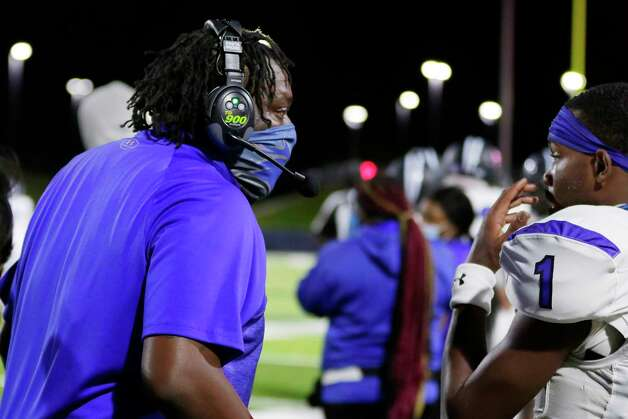 Dekaney head coach Anthony Williams talks with quarterback Daelyn Williams (1) during the first half of a high school football game against the Spring Lions Friday, Oct. 9, 2020 at Planet Ford Stadium in Spring, TX. Photo: Michael Wyke, Contributor / © 2020 Houston Chronicle