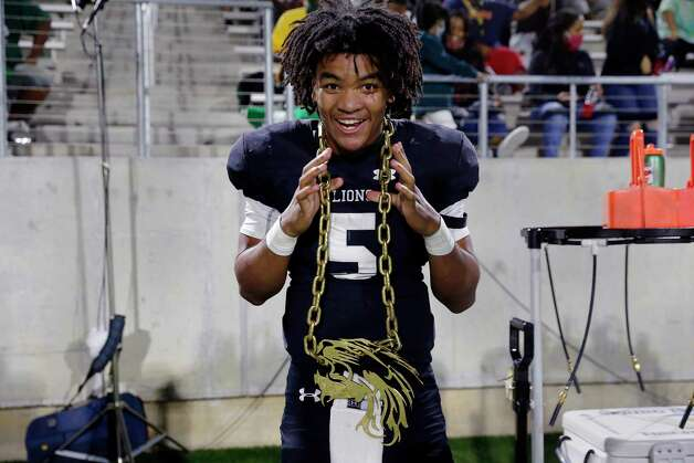 Spring quarterback Bishop Davenport (5) dons a golden mascot chain on the sidelines during the second half of a high school football game against the Dekaney Wildcats Friday, Oct. 9, 2020 at Planet Ford Stadium in Spring, TX. Photo: Michael Wyke, Contributor / © 2020 Houston Chronicle