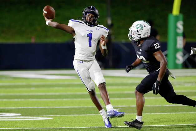 Dekaney quarterback Daelyn Williams (1) passes under pressure from Spring linebacker Darryl Doherty (22) during the second half of a high school football game Friday, Oct. 9, 2020 at Planet Ford Stadium in Spring, TX. Photo: Michael Wyke, Contributor / © 2020 Houston Chronicle