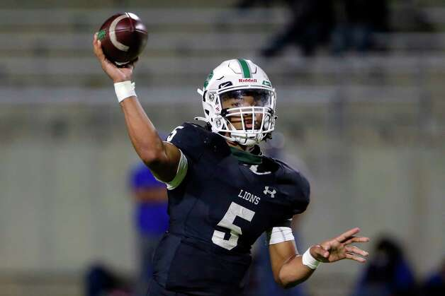 Spring quarterback Bishop Davenport (5) passes during the second half of a high school football game against the Dekaney Wildcats Friday, Oct. 9, 2020 at Planet Ford Stadium in Spring, TX. Photo: Michael Wyke, Contributor / © 2020 Houston Chronicle
