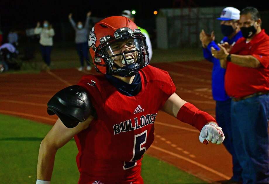 Plainview came back from a 17-point deficit to defeat Lubbock 47-37 on Friday, Oct. 9, 2020 in a non-district high school football game in Greg Sherwood Memorial Bulldog Stadium. Photo: Nathan Giese/Planview Herald
