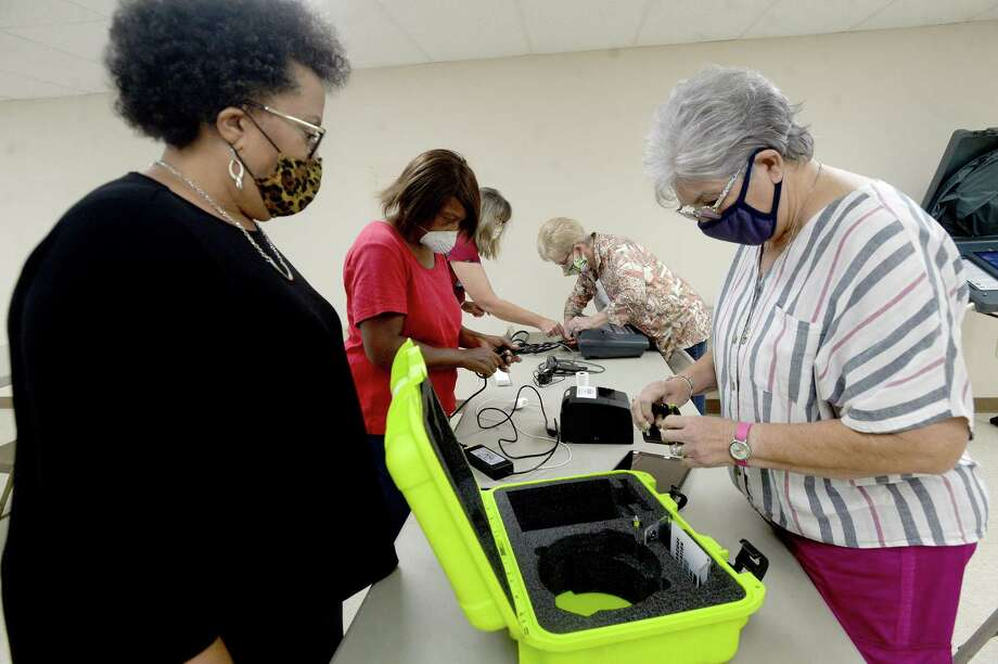 Jefferson County election worker Azzie Williams - Mills watches as Sylvia McDuffie repacks the poll pad during a training session for those working the polls in the upcoming election.  Photo taken Monday, September 21, 2020 Kim Brent/The Enterprise Photo: Kim Brent / The Enterprise / BEN