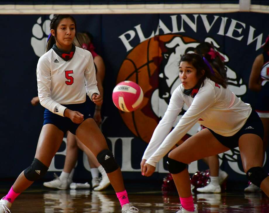 Plainview's Asriel Garcia steps in front of Daniela Guzman for the serve receive during their District 3-5A high school volleyball match on Saturday, Oct. 10, 2020 in the Dog House at Plainview High School. Photo: Nathan Giese/Planview Herald