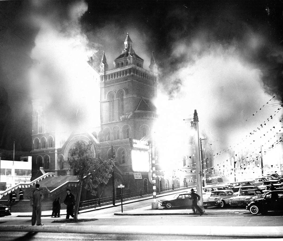 The fire burnt St. Mary's Cathedral on Van Ness and O''Farrell September 8, 1962 Photo ran 09/09/1962, pg.1