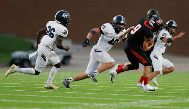 College Park linebacker Brett Lane (40) chases down Fort Bend Austin wide receiver Braedon About (9) during the second quarter of a non-district high school football game at Edward Mercer Stadium, Saturday, Oct. 10, 2020, in Sugar Land. Photo: Jason Fochtman, Staff Photographer / 2020 © Houston Chronicle