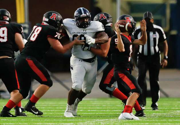 College Park defensive linemen Perry Irchirl (98) pressures Fort Bend Austin quarterback Braedon About (9) during the second quarter of a non-district high school football game at Edward Mercer Stadium, Saturday, Oct. 10, 2020, in Sugar Land. Photo: Jason Fochtman, Staff Photographer / 2020 © Houston Chronicle