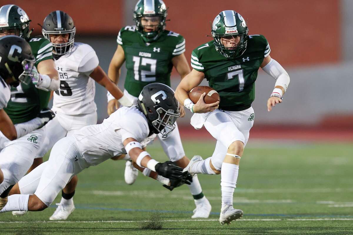 Reagan's Britton Moore, right, slips past Clark's Ethan Rayfield for a 47-yard touchdown during the first half of their District 28-6A high school football game at Heroes Stadium on Saturday, Oct. 10, 2020.
