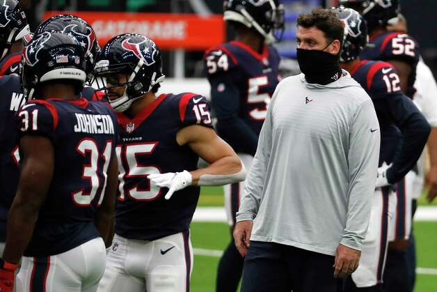 Houston Texans offensive coordinator Tim Kelly works with the offense before an NFL football game at NRG Stadium on Sunday, Oct. 11, 2020, in Houston. Photo: Brett Coomer, Staff Photographer / © 2020 Houston Chronicle
