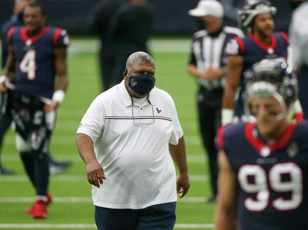 Houston Texans head coach Romeo Crennel heads to the locker room after warmups, before the start of an NFL game against the Jacksonville Jaguars at NRG Stadium on Sunday, Oct. 11, 2020, in Houston. Photo: Godofredo A. Vásquez, Staff Photographer / © 2020 Houston Chronicle