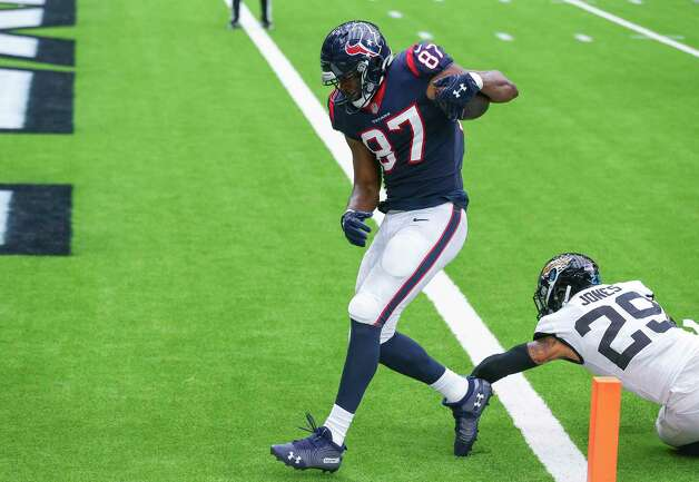Houston Texans tight end Darren Fells (87) scores a touchdown against Jacksonville Jaguars strong safety Josh Jones (29) during the second quarter of an NFL game at NRG Stadium on Sunday, Oct. 11, 2020, in Houston. Photo: Godofredo A. Vásquez, Staff Photographer / © 2020 Houston Chronicle