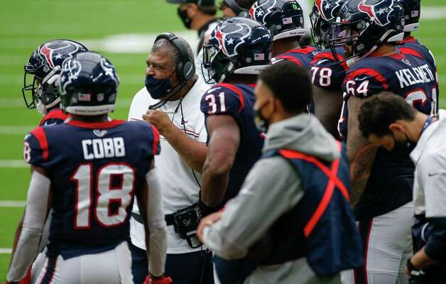 Houston Texans interim head coach Romeo Crennel, right, on the sidelines during the second half of an NFL game  against the Jacksonville Jaguars at NRG Stadium on Sunday, Oct. 11, 2020, in Houston. The Texans won 30-14. Photo: Godofredo A. Vásquez, Staff Photographer / © 2020 Houston Chronicle