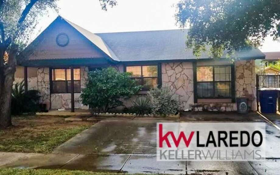 108 Atlanta Dr. Click the address for more information Mines Road Area 3 Bedrooms |2.5 baths |Swimming pool $160,000 THIS PROPERTY WILL NOT LAST LONG!! Call or text 956-333-1049 for a showing Erica Reyna | REALTOR | Keller Williams Laredo https://www.facebook.com/EricaReynaRealtor/ Photo: Keller Williams Laredo