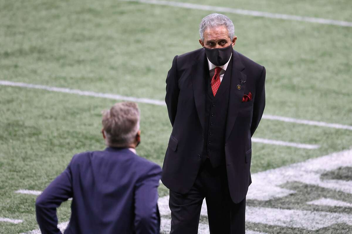 Atlanta Falcons owner Arthur Blank (center) stands with general manager Thomas Dimitroff in the remaining minutes of the Falcons' 23-16 loss against the Carolina Panthers.