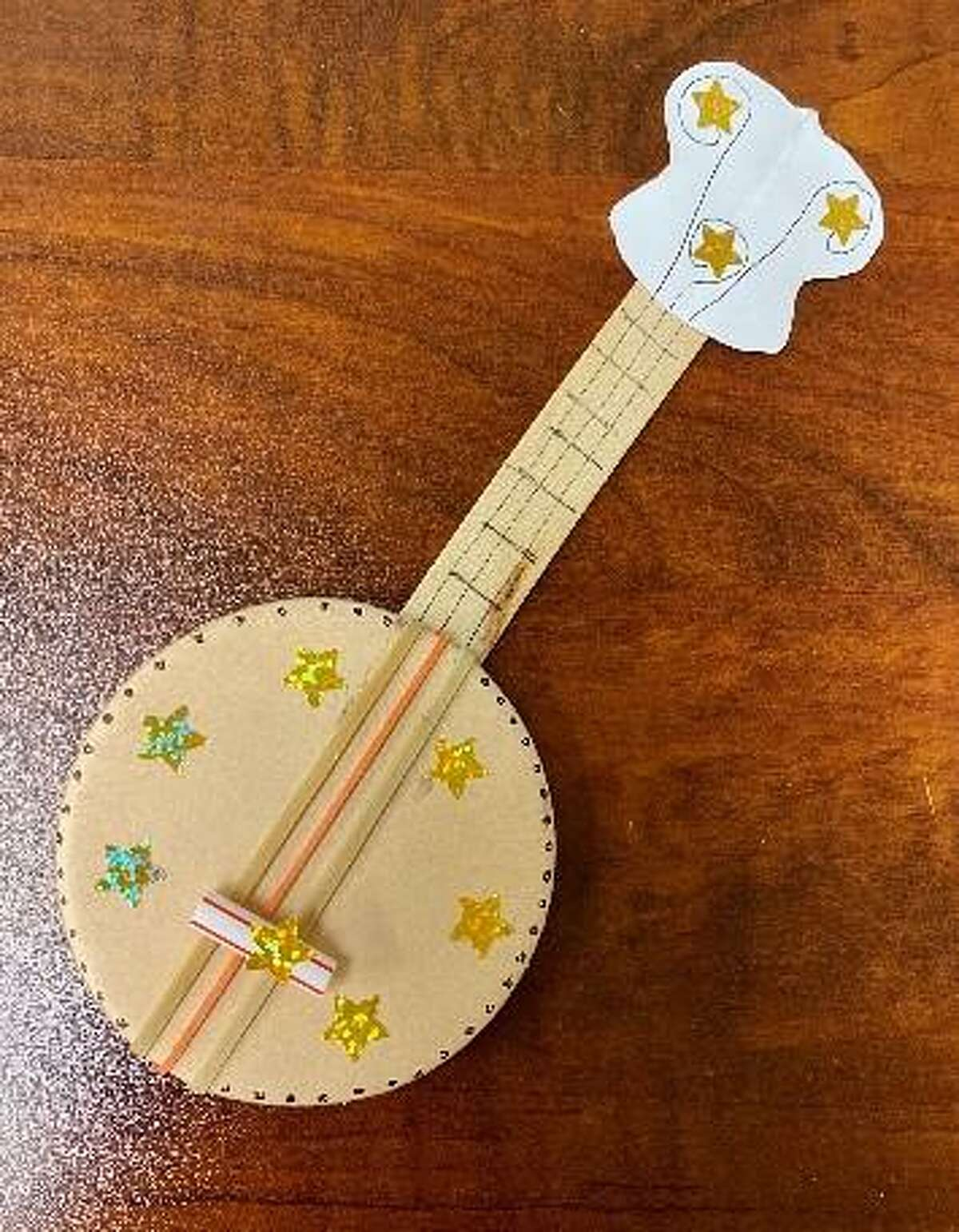 This children's rubber band banjo activity was adapted from a Beyond the Briscoe craft lesson.