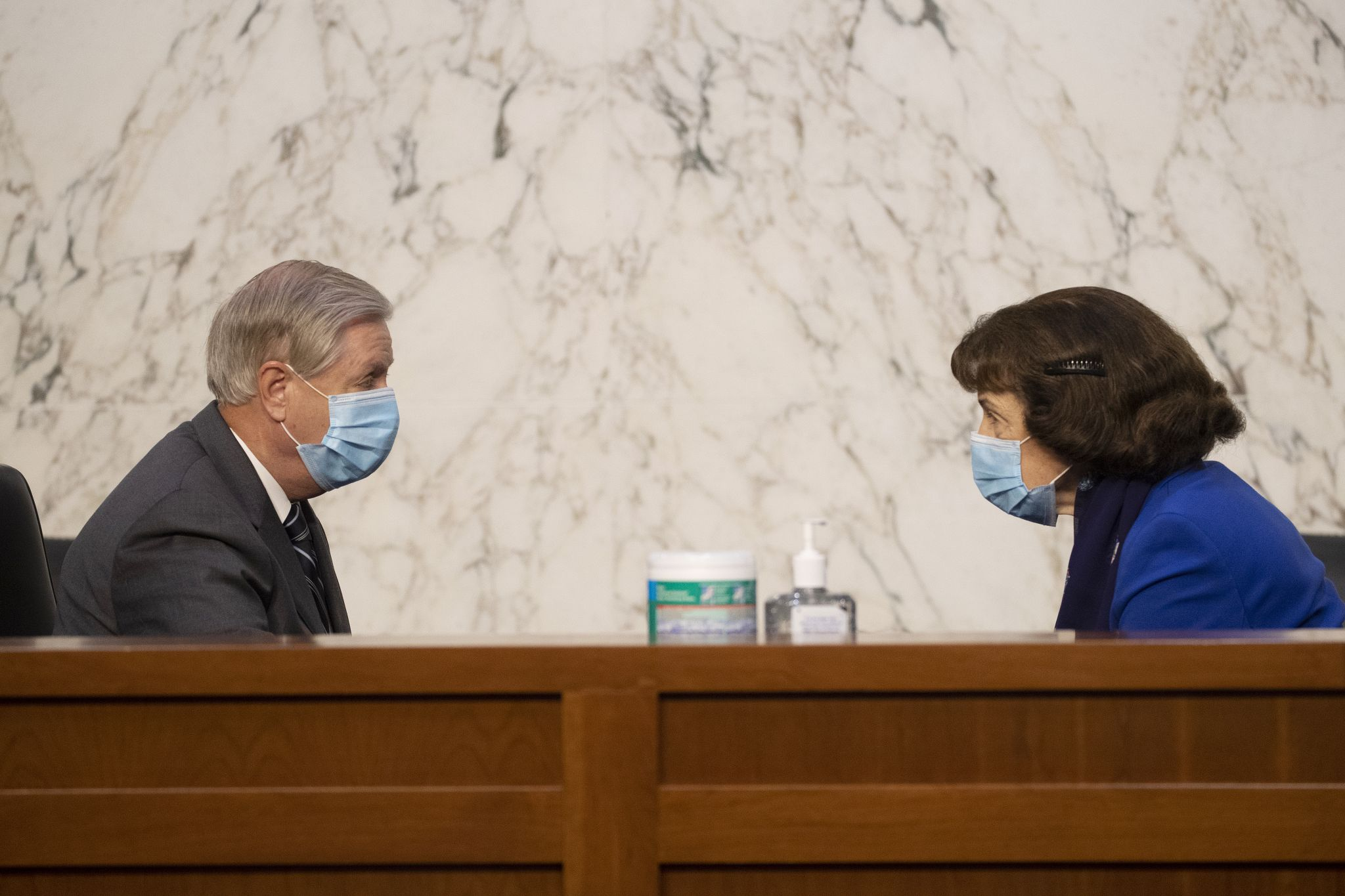 People are startled by Dianne Feinstein's proximity to Lindsey Graham during Barrett hearings