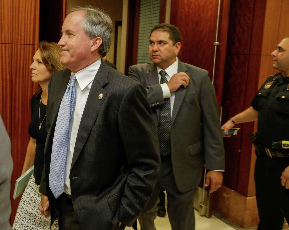 Texas Attorney General Ken Paxton with his wife, Angela Paxton, leaves after a hearing in the Harris County Criminal 177th District Court of Judge Robert Johnson Thursday, July 27, 2017. ( Melissa Phillip / Houston Chronicle )