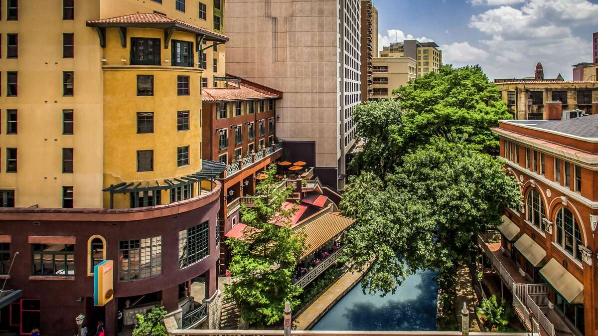 Condé Nast Traveler recently ranked Hotel Valencia Riverwalk as one of the best hotels in Texas.