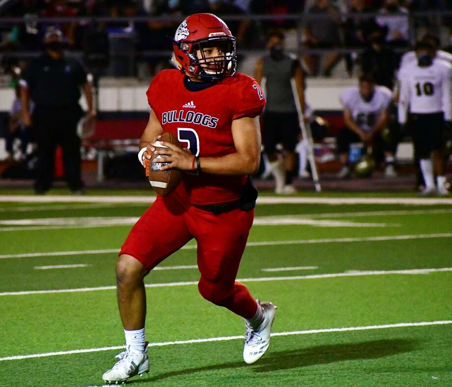 Plainview quarterback Tyler Rodriquez rolls out to his right on a pass attempt during a non-district high school football game against Lubbock on Oct. 9, 2020 in Greg Sherwood Memorial Bulldog Stadium. Photo: Nathan Giese/Planview Herald