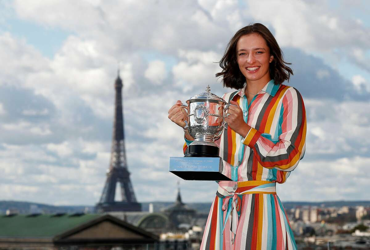 PARIS, FRANCE - OCTOBER 11: Iga Swiatek of Poland poses on the rooftop of les Galeries Lafayettes Rue de la Chaussee d'Antin with the Suzanne Lenglen Cup following her victory in the Women's Singles Final against Sofia Kenin of The United States of America on day fifteen of the 2020 French Open on October 11, 2020 in Paris, France. (Photo by Clive Brunskill/Getty Images) *** BESTPIX ***
