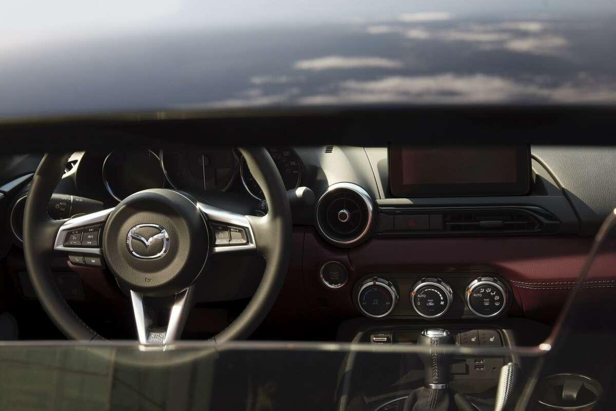 The 2020 MX-5 Miata Club features a 6-speed manual transmission.