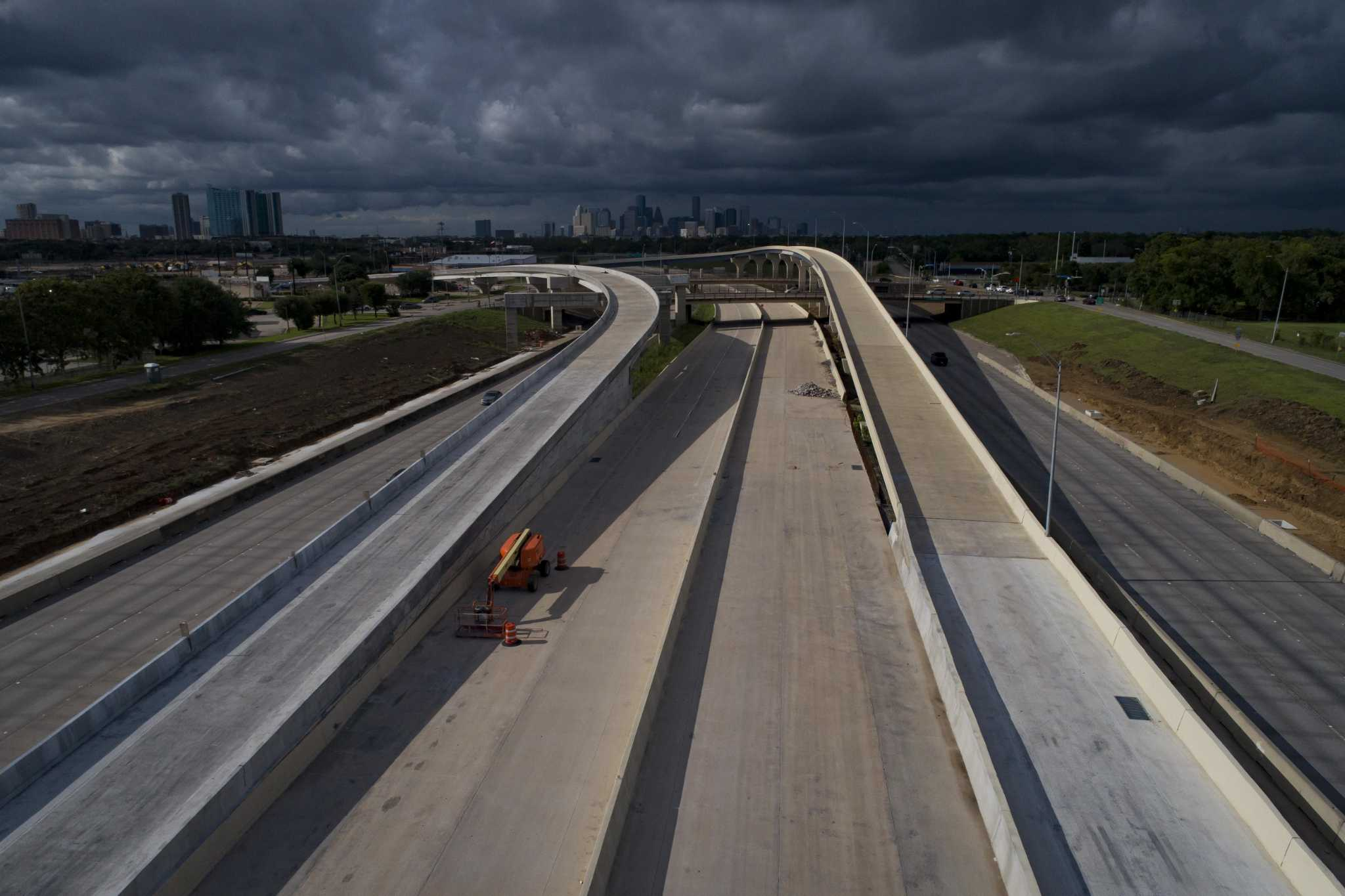 Free rides end on Texas 288's new express lanes as tolls go into effect