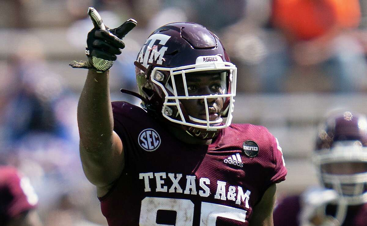 After making a first-half catch against Florida, Texas A&M tight end Jalen Wydermyer lets it be known the chains can be moved.