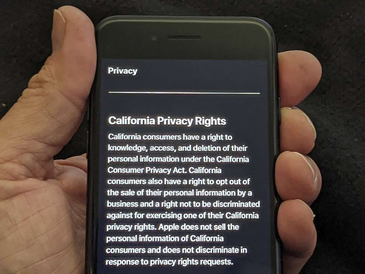 Apple's privacy policy on an iPhone. (Photoillustration)