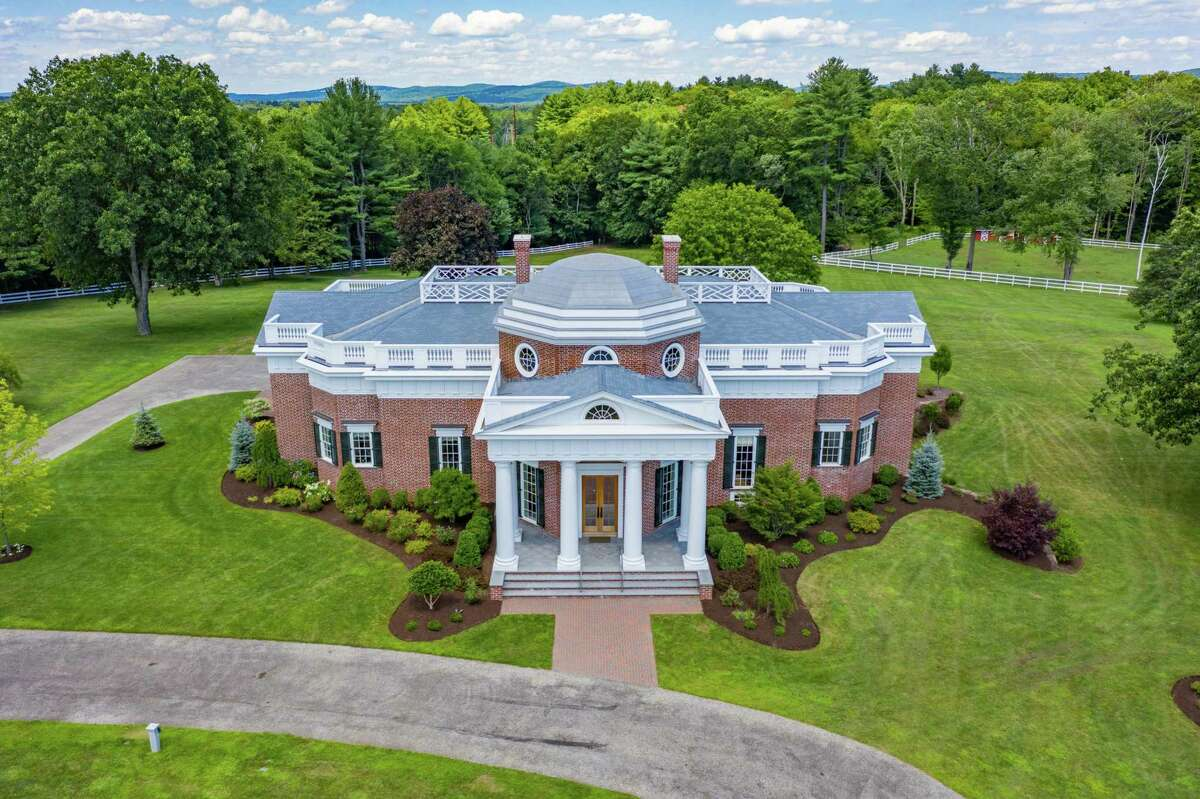 Hillsdale College intends to make the replica of Jefferson's Monticello the centerpiece of an educational facility in Somers.