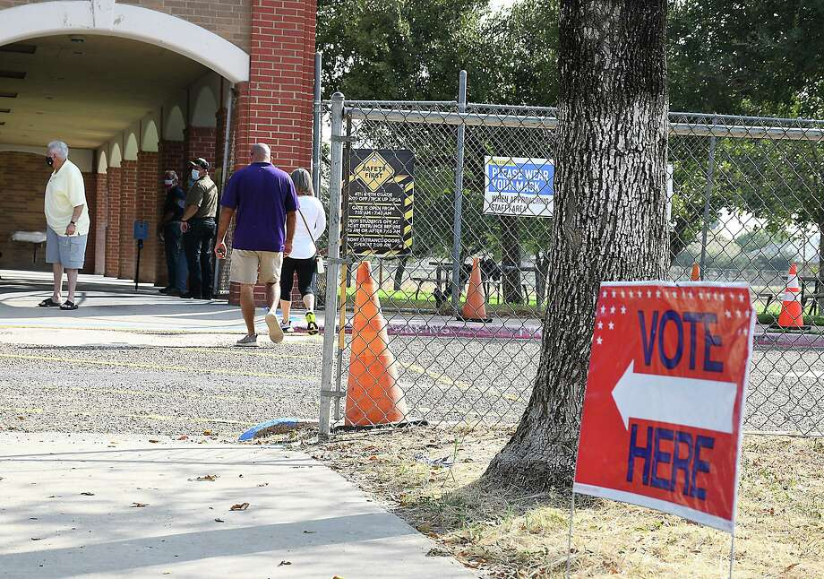 Laredoans lined up bright and early Tuesday, Oct. 13, 2020, as early voting got underway for this year's elections. Photo: Cuate Santos /Laredo Morning Times / Laredo Morning Times