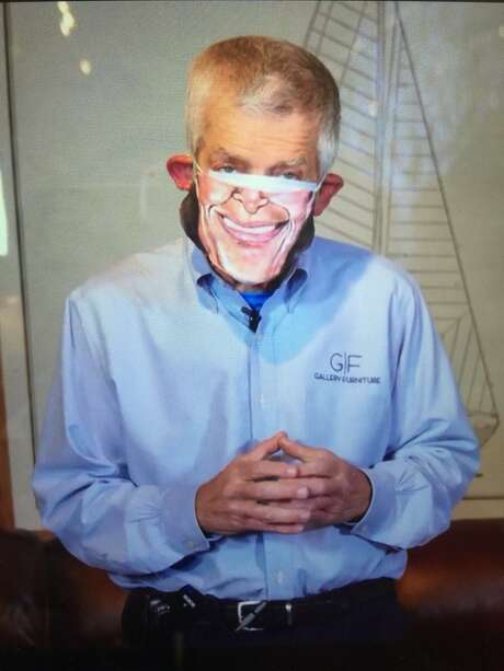 Mattress Mack in his literal face mask. Photo: Via Twitter