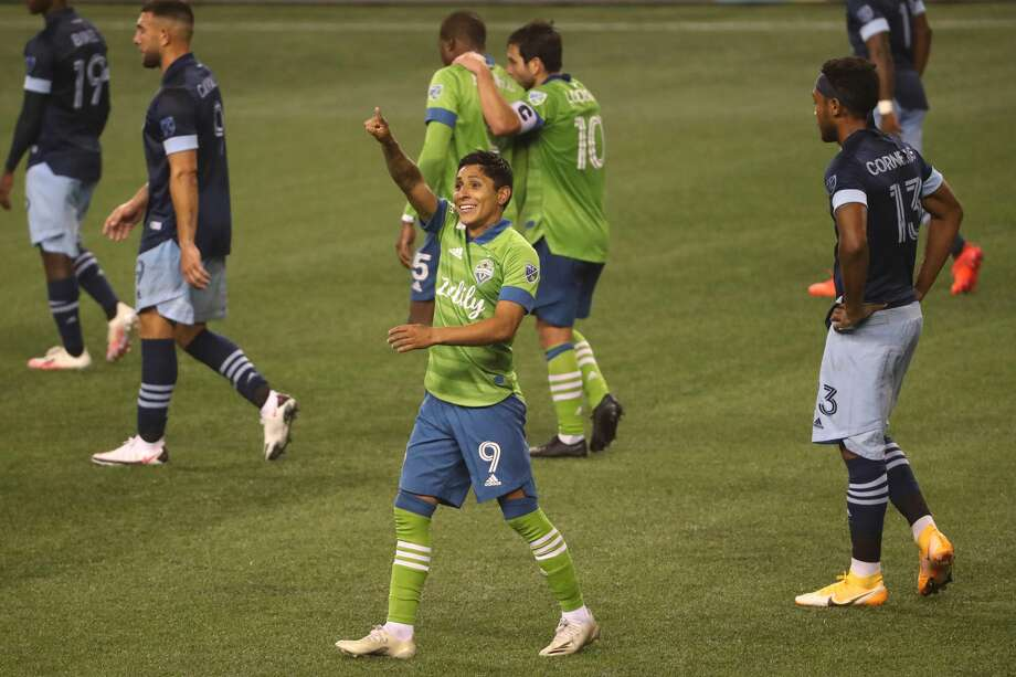 """Seattle Sounders general manager Garth Lagerwey said striker Raúl Ruidíazis asymptomatic after testing positive for COVID-19 and could play for the club as soon as Oct. 27 """"if all goes well."""" He's currently in isolation in his native Peru. Photo: Abbie Parr/Getty Images / 2020 Abbie Parr"""