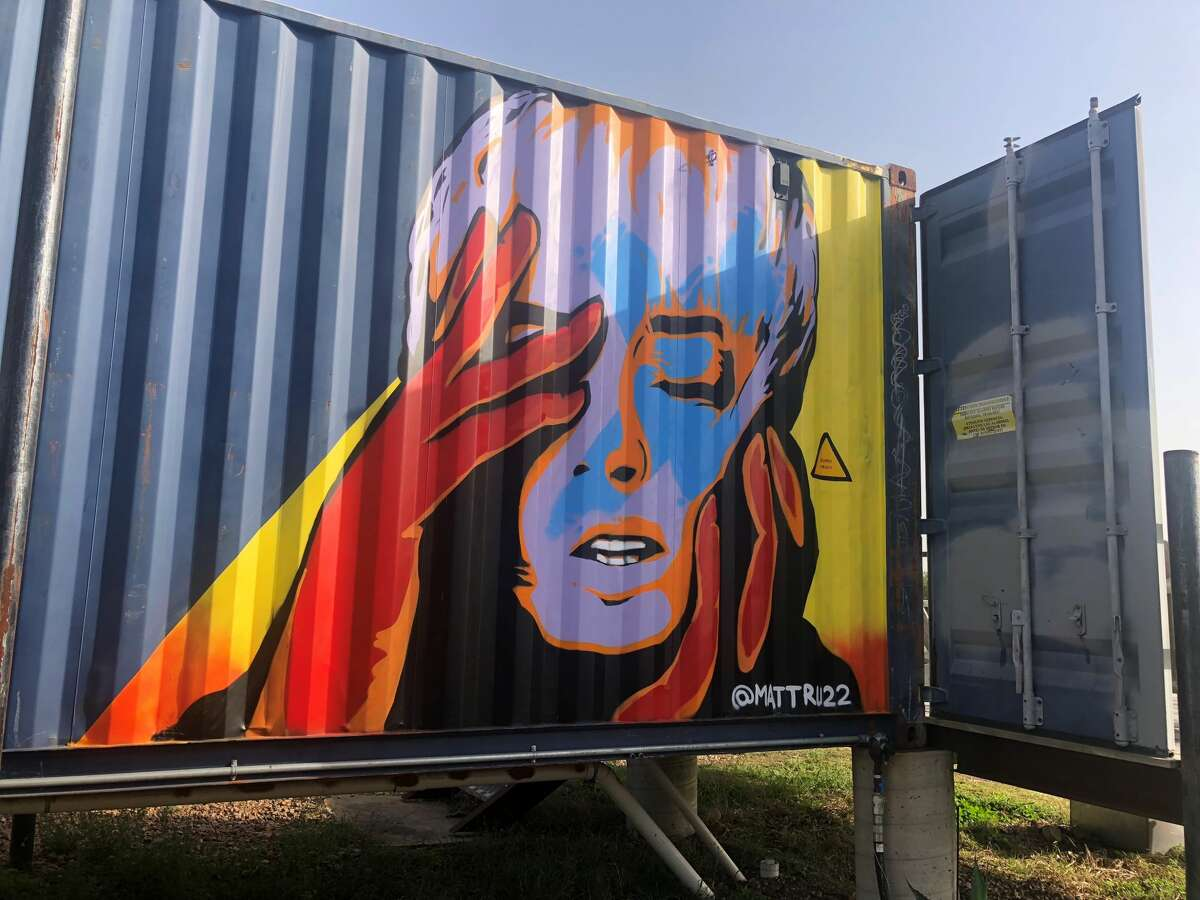 It started out as a dare, an intriguing opportunity to spend the night inside the quirky shipping container hotel, Flophouze tucked right in the middle of the Texas Hill Country. A good artist friend tipped me off to it and ultimately planted the seed. I had to go there, out of sheer curiosity.