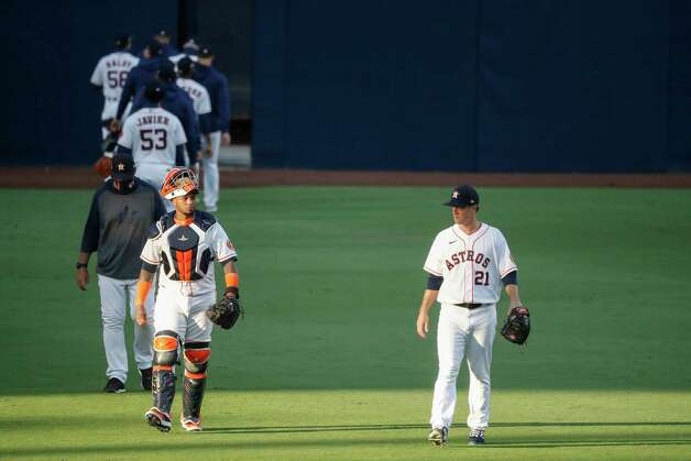 Houston Astros catcher Martin Maldonado (15) and starting pitcher Zack Greinke (21) walk onto the field before of Game 4 of the American League Championship Series at Petco Park Wednesday, Oct. 14, 2020, in San Diego. Photo: Karen Warren, Staff Photographer / © 2020 Houston Chronicle