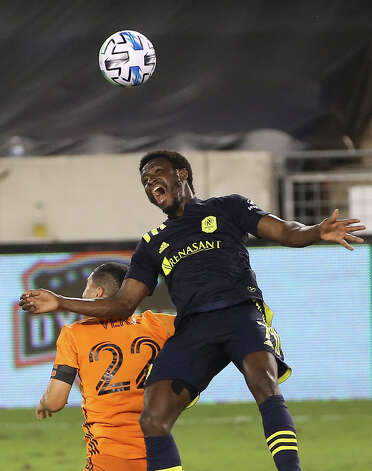Houston Dynamo midfielder Matías Vera (22) fouls on Nashville SC forward Abu Danladi (7) during the first half of a MLS game Wednesday, Oct. 14, 2020, at BBVA Stadium in Houston. Photo: Yi-Chin Lee, Staff Photographer / © 2020 Houston Chronicle