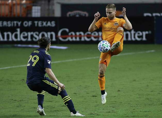 Houston Dynamo defender Adam Lundqvist (3) stops the ball during the first half of a MLS game against the Nashville SC Wednesday, Oct. 14, 2020, at BBVA Stadium in Houston. Photo: Yi-Chin Lee, Staff Photographer / © 2020 Houston Chronicle