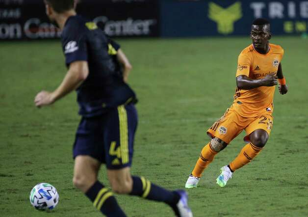 Houston Dynamo forward Darwin Quintero (23) makes a pass during the second half of a MLS game against the Nashville SC Wednesday, Oct. 14, 2020, at BBVA Stadium in Houston. Houston Dynamo lost to Nashville SC 3-1. Photo: Yi-Chin Lee, Staff Photographer / © 2020 Houston Chronicle