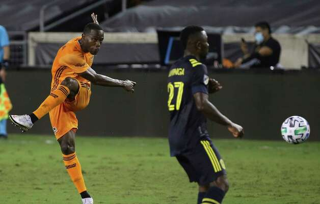 Houston Dynamo defender Maynor Figueroa (15) takes a shot at the goal during the second half of a MLS game against the Nashville SC Wednesday, Oct. 14, 2020, at BBVA Stadium in Houston. Houston Dynamo lost to Nashville SC 3-1. Photo: Yi-Chin Lee, Staff Photographer / © 2020 Houston Chronicle